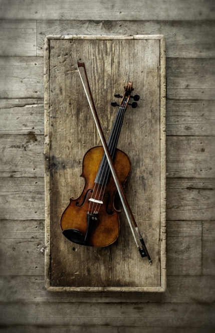 fiddle-on-old-wood