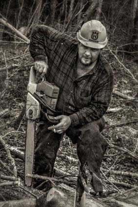 logger_chainsaw_bw