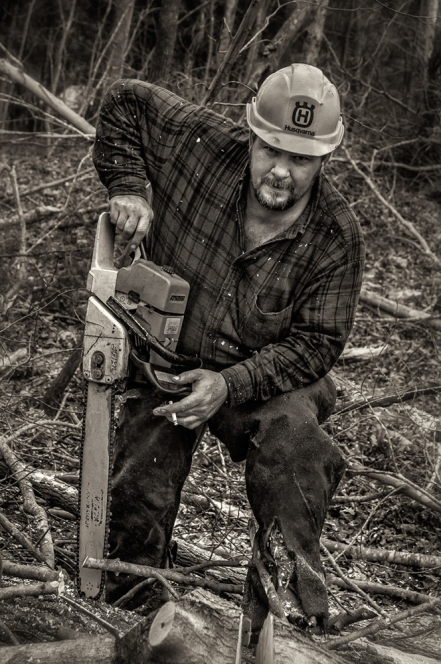 logger_chainsaw_bw