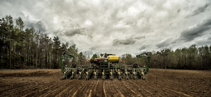 planting-corn_mathis-farm09