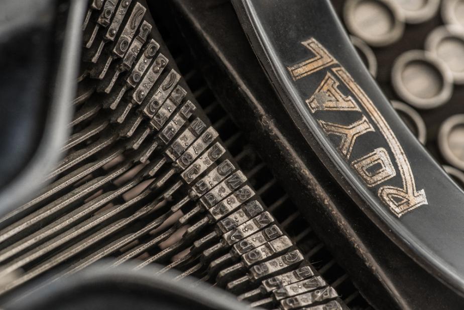 royal-typewriter_details_12