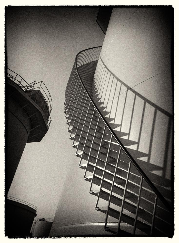 tank_stairway_bw