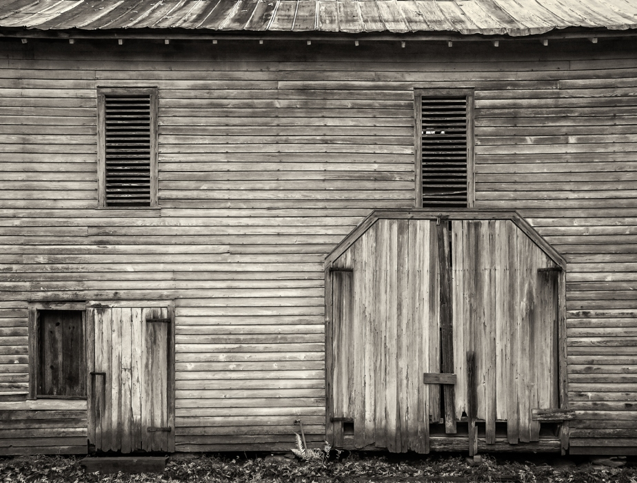 amos hinshaw barn side_bw