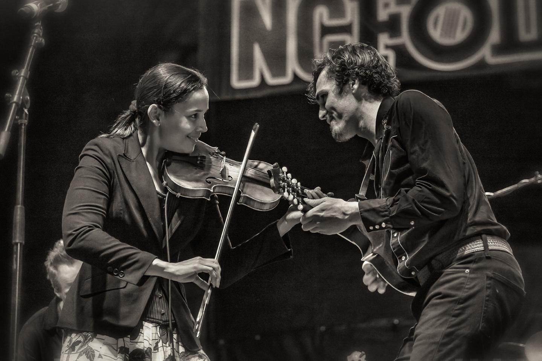 nc folkfest_rhiannon giddens_fiddle_01